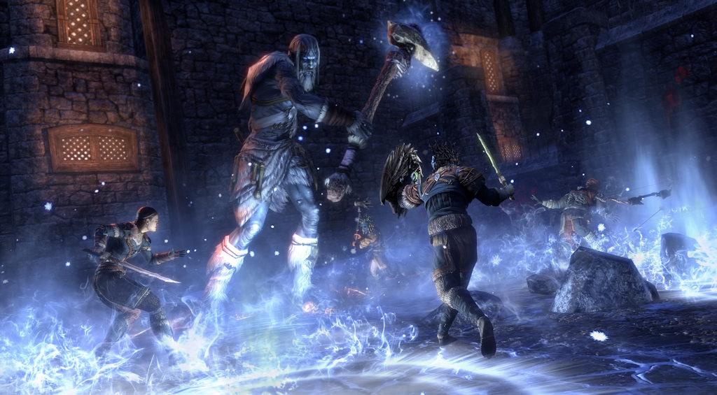 Zahtjevnije neprijatelje će kao i uvijek biti gotovo nemoguće pobijediti solo, stoga je savjet igranje s nekoliko drugih igrača.